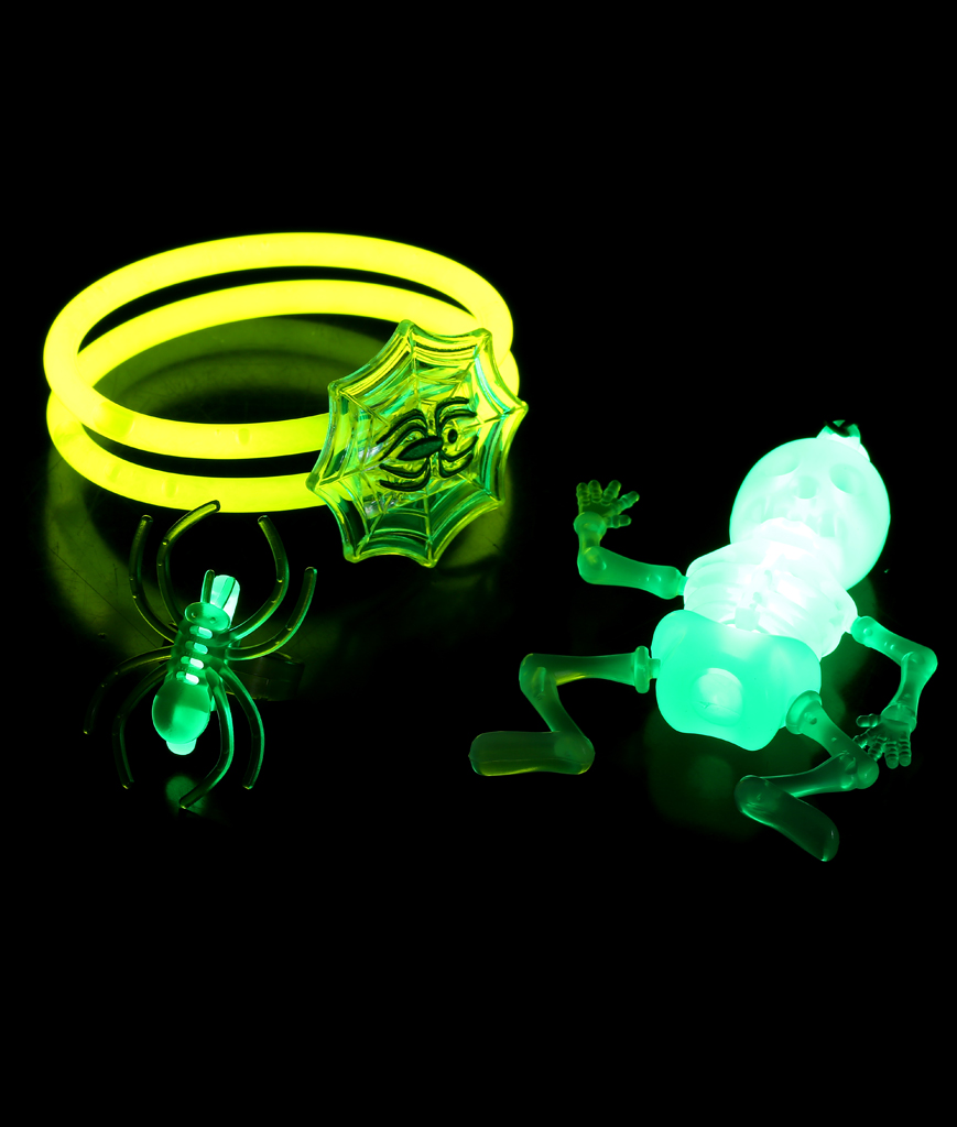 Fun Central BC662 Halloween Glow in the Dark Spider Accessory