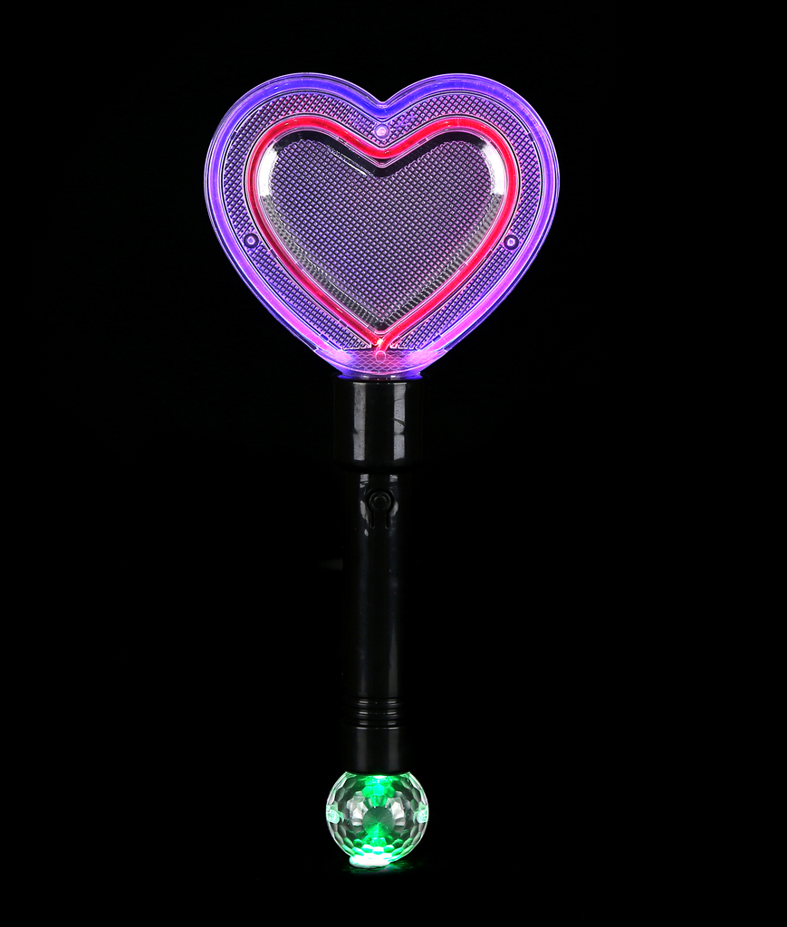 Fun Central AT963 LED Light Up Heart Wand