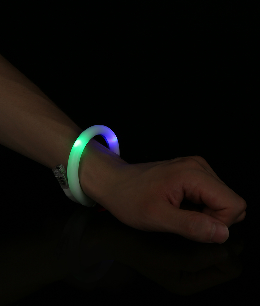 Fun Central R20 LED Light Up Tube Bracelet