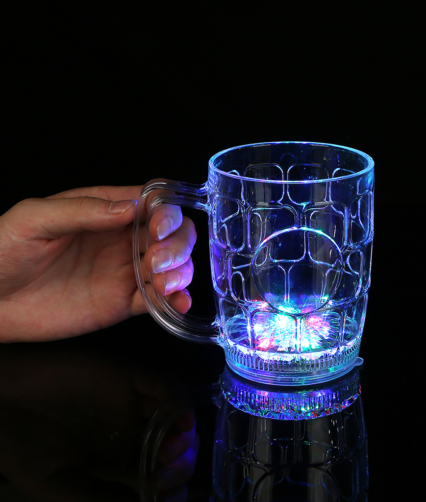 Fun Central I777 LED Light Up Flashing Beer Mug - 16 oz.