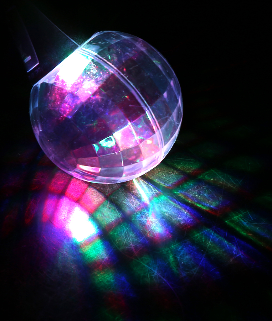 Fun Central T039 LED Light Up Disco Ball Necklace