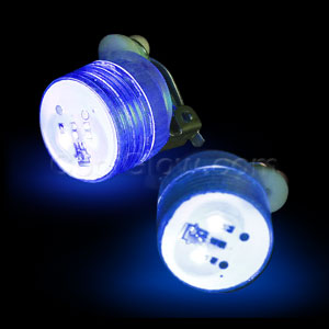 Fun Central AD167 LED Light Up Clip On Blinky Light - Blue