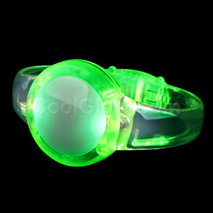 Fun Central AI307 LED Light Up Sound Activated Circle Bracelet - Green