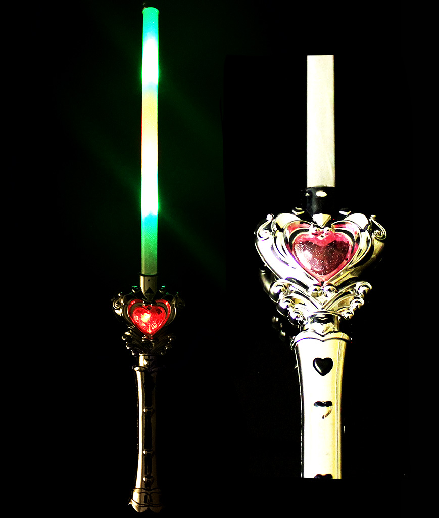 Fun Central AD632 LED Light Up Light Up Heart Wand