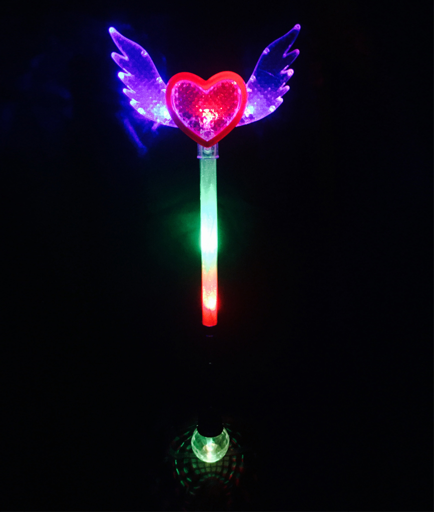 Fun Central BC725 LED Light Up Angel Wand with Disco Ball - Multicolor