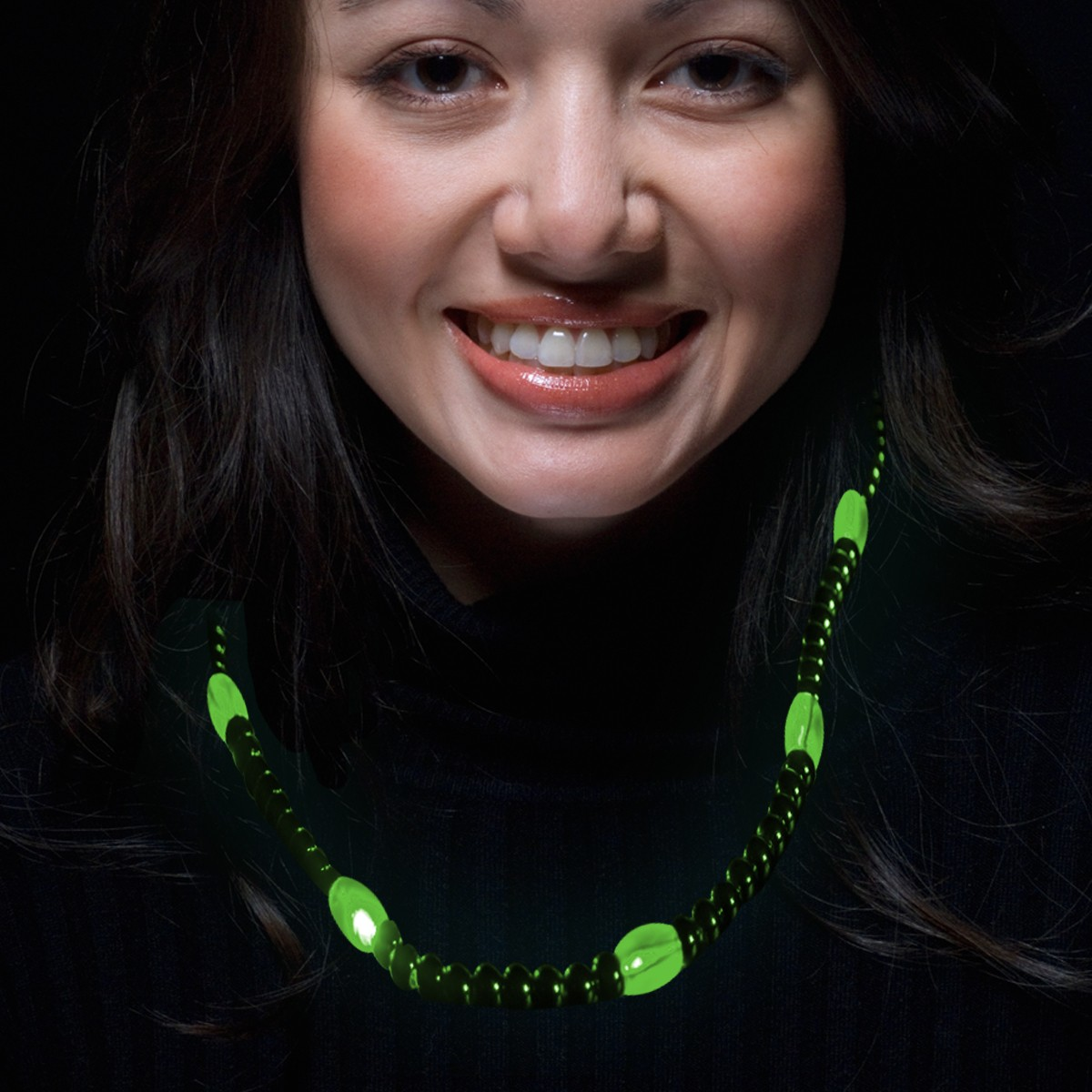 GREEN BEAD NECKLACE W 6 GREEN